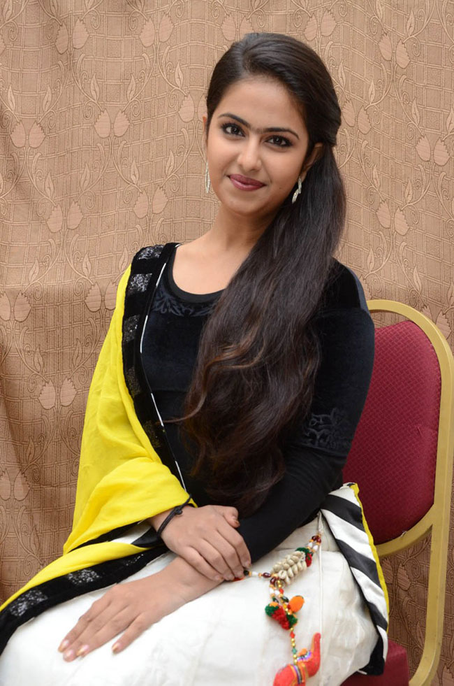 Aanandhi avika gor photos actress station